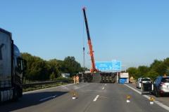 Niemcy - polski kierowca przewożący mięso wywrócił ciężarówkę na A2 3