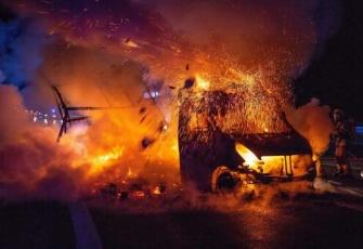 Niemcy - pojazd dostawczy z Polski w płomieniach. Dzięki przytomności umysłu Polaka uniknięto większej tragedii 2