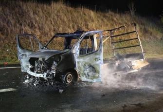 Niemcy - pojazd dostawczy z Polski w płomieniach. Dzięki przytomności umysłu Polaka uniknięto większej tragedii 6