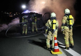 Niemcy - pojazd dostawczy z Polski w płomieniach. Dzięki przytomności umysłu Polaka uniknięto większej tragedii 8