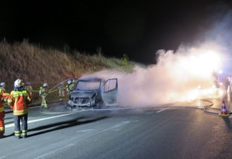 Niemcy - pojazd dostawczy z Polski w płomieniach. Dzięki przytomności umysłu Polaka uniknięto większej tragedii.