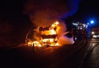 Niemcy - pojazd dostawczy z Polski w płomieniach. Dzięki przytomności umysłu Polaka uniknięto większej tragedii 1