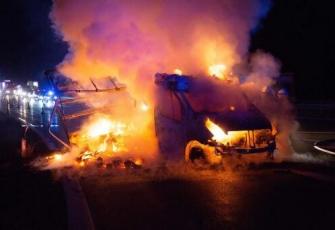 Niemcy - pojazd dostawczy z Polski w płomieniach. Dzięki przytomności umysłu Polaka uniknięto większej tragedii 3