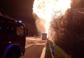 Niemcy-–-pożar-i-eksplozja-ciężarówki-kierowanej-przez-Polaka-przewożącej-farby-i-opony-1
