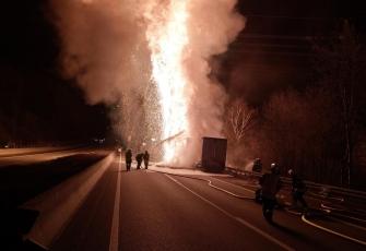 Niemcy-–-pożar-i-eksplozja-ciężarówki-kierowanej-przez-Polaka-przewożącej-farby-i-opony-2