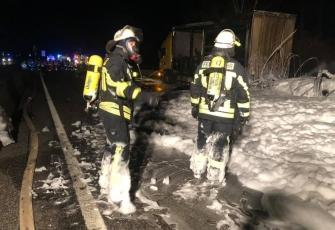 Niemcy-–-pożar-i-eksplozja-ciężarówki-kierowanej-przez-Polaka-przewożącej-farby-i-opony-5