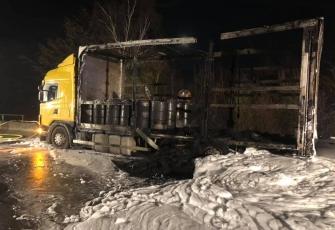 Niemcy-–-pożar-i-eksplozja-ciężarówki-kierowanej-przez-Polaka-przewożącej-farby-i-opony-6