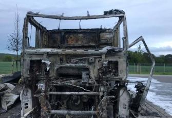 Niemcy-–-spłonęły-4-ciężarówki-–-policja-zakłada-podpalenie-i-prosi-świadków-o-pomoc-1