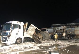 Niemcy-–-spłonęły-4-ciężarówki-–-policja-zakłada-podpalenie-i-prosi-świadków-o-pomoc-10