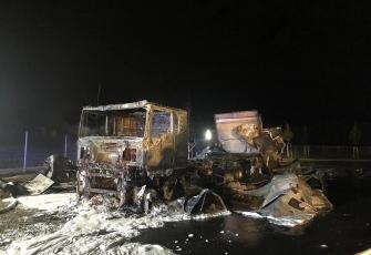 Niemcy-–-spłonęły-4-ciężarówki-–-policja-zakłada-podpalenie-i-prosi-świadków-o-pomoc-11