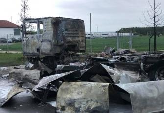Niemcy-–-spłonęły-4-ciężarówki-–-policja-zakłada-podpalenie-i-prosi-świadków-o-pomoc-3
