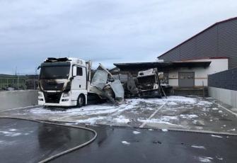 Niemcy-–-spłonęły-4-ciężarówki-–-policja-zakłada-podpalenie-i-prosi-świadków-o-pomoc-7