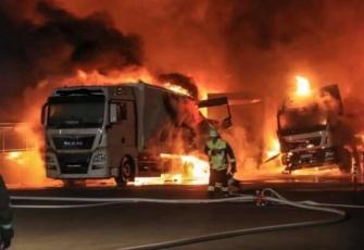 Niemcy-–-spłonęły-4-ciężarówki-–-policja-zakłada-podpalenie-i-prosi-świadków-o-pomoc-8