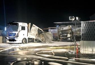 Niemcy-–-spłonęły-4-ciężarówki-–-policja-zakłada-podpalenie-i-prosi-świadków-o-pomoc-9