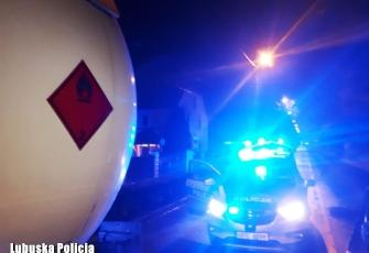 Pijany kierowca cysterny z gazem miał problem by wyjść z kabiny - miał ponad 3 promile alkoholu we krwi 4