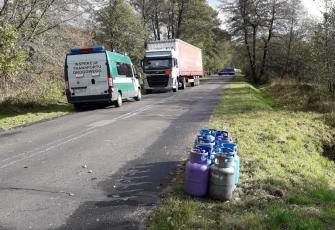 WITD – z pojazdu ciężarowego w czasie jazdy wypadły 64 butle z gazem propan-butan 2