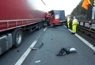 Włochy – makabryczny wypadek pojazdu dostawczego z Polski – Polak wyszedł bez szwanku 2