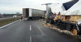 Wypadek ciężarówek na krajowej 1