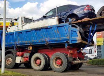 Niemcy na furgonetka na wywrotce