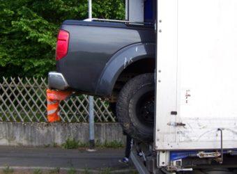 Z polskiej ciężarówki wystawał pickup