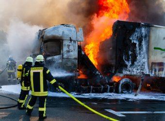 Pożar ciężarówki z Polski na parkingu przy a2