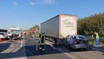 Niemcy – kierowca polskiego dostawczaka z ciężkimi obrażeniami po karambolu na A7