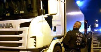 Niemiecka policja radzi jak uchronić się przed rozpruwaczami plandek i kradzieżami ładunków f