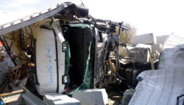 Niemcy – Polski kierowca z ciężkimi obrażeniami – Policja zapowiada oskarżenie go o powstanie szkód bo źle zabezpieczył ładunek