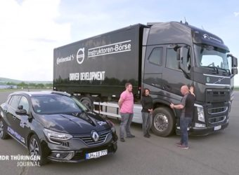 Niemcy – kursanci kat. B mają jazdy próbne 14 t ciężarówką – nauka szacunku wobec kierowców ciężarówek