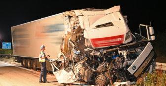 Niemcy – Polski kierowca wjechał w rosyjskie ciężarówki zatrzymane obok siebie na autostradzie A4