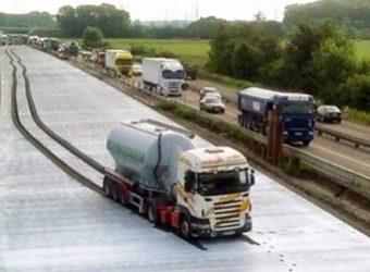 Niemcy – kierowca ciężarówki jechał przez 1,5 km po świeżo położonym asfalcie